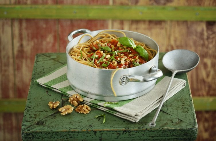 Spaghetti with tomato sauce and walnuts
