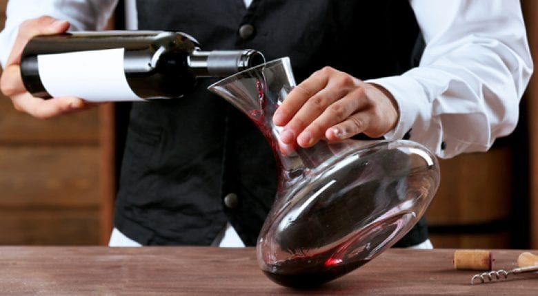 Wine: how to clean a carafe