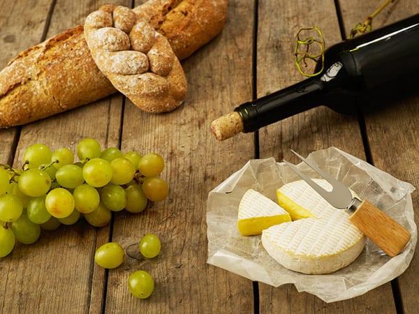 Хляб и сирене при дегустация на вино?