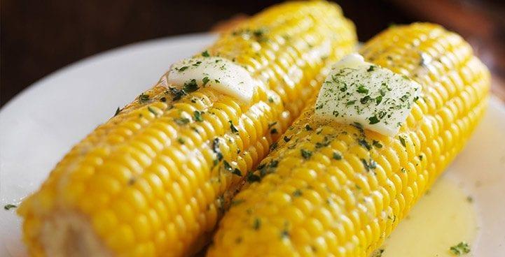 варена царевица с масло