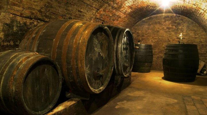 ein klassischer Weinkeller