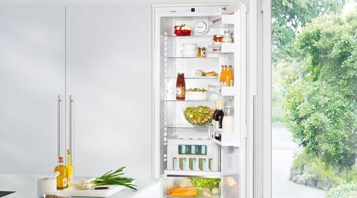 Einbaukühlschrank, IKF 3510, Kühlschrank, Flaschenkörbe, Innovation, Einbau, Bierkasten, Getränkekasten, LED, MagicEye, Gemüsefach