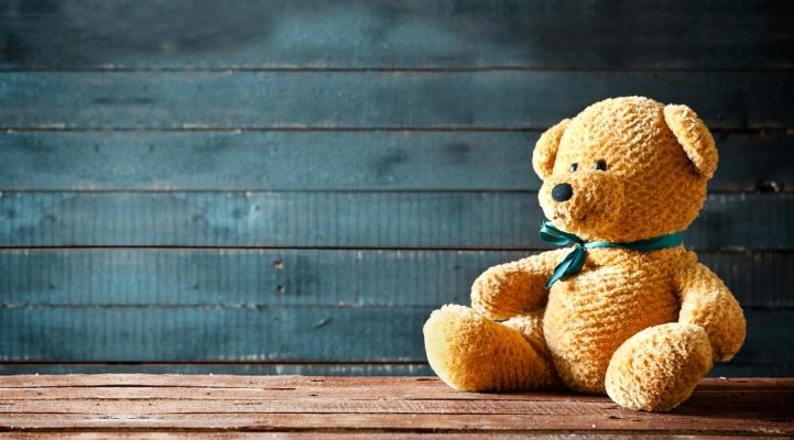 Teddybär im Kühlschrank