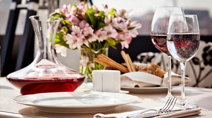 Weinschorle zum Essen