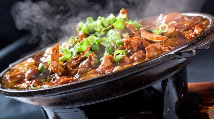 Asiatisches Essen im Wok