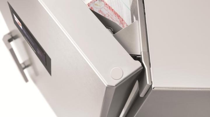 Дверні петлі повністю інтегровані в корпус пристрою