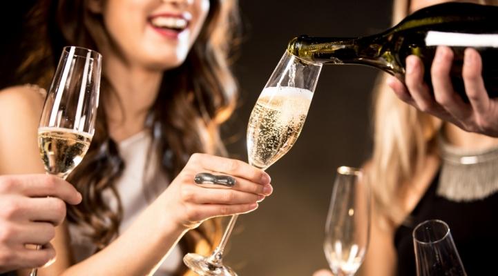 Як подавати ігристі вина і шампанське: келихи