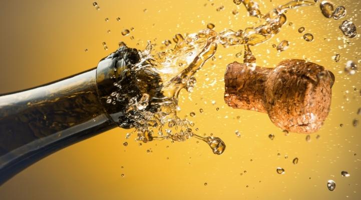 Як подавати ігристі вина і шампанське: правила безпеки