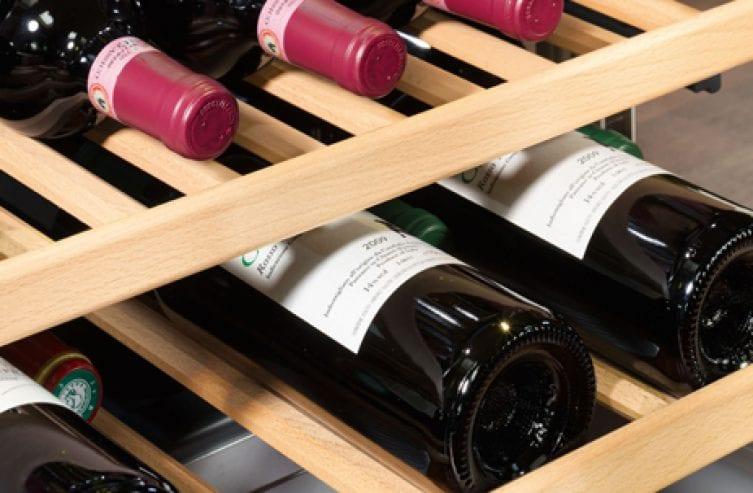 slider_wooden_shelves_liebherr