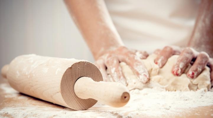 Brood deeg kneden