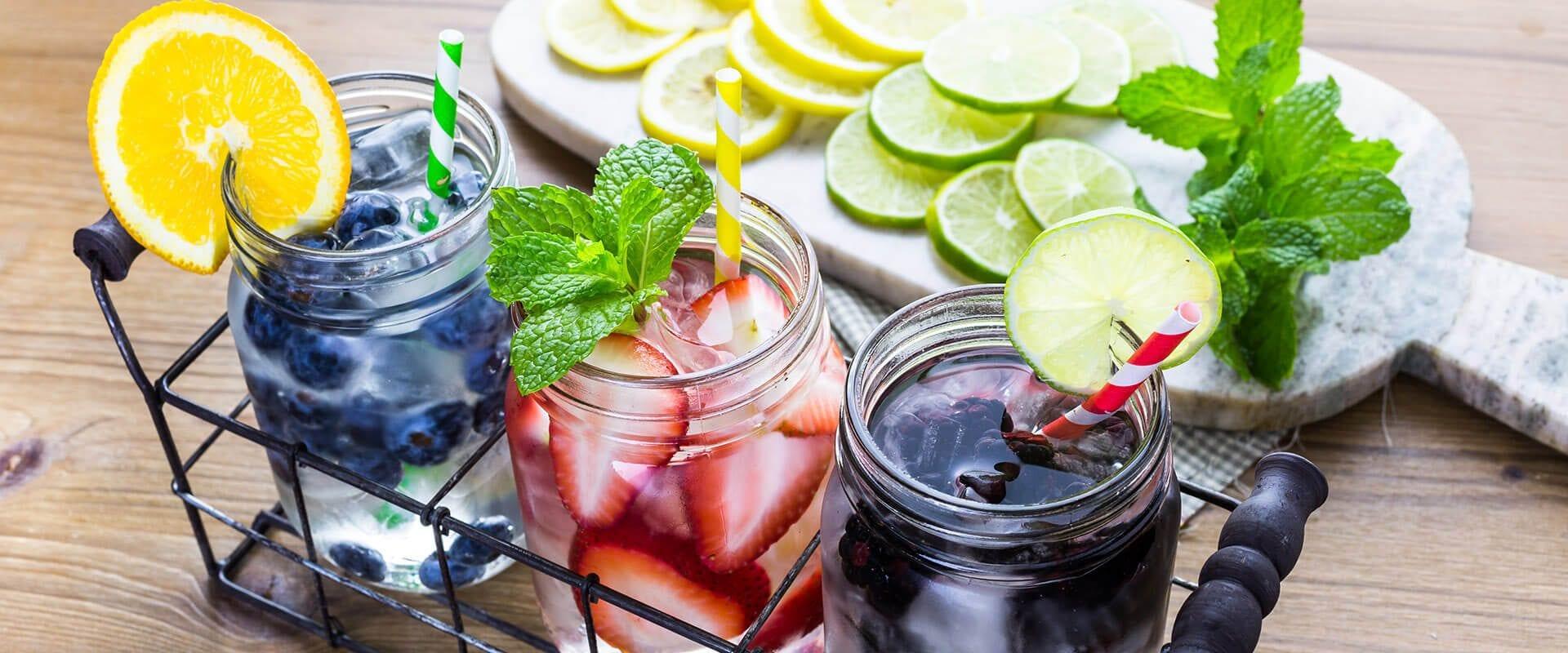 Zelf fruitwater maken: zoet of met een flinke oppepper?